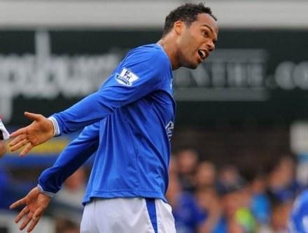 Lescott nie chciał już grać dla Evertonu. Marzył o Man City /AFP