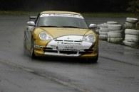 Leszek Kuzaj za kierownicą Porsche /Informacja prasowa