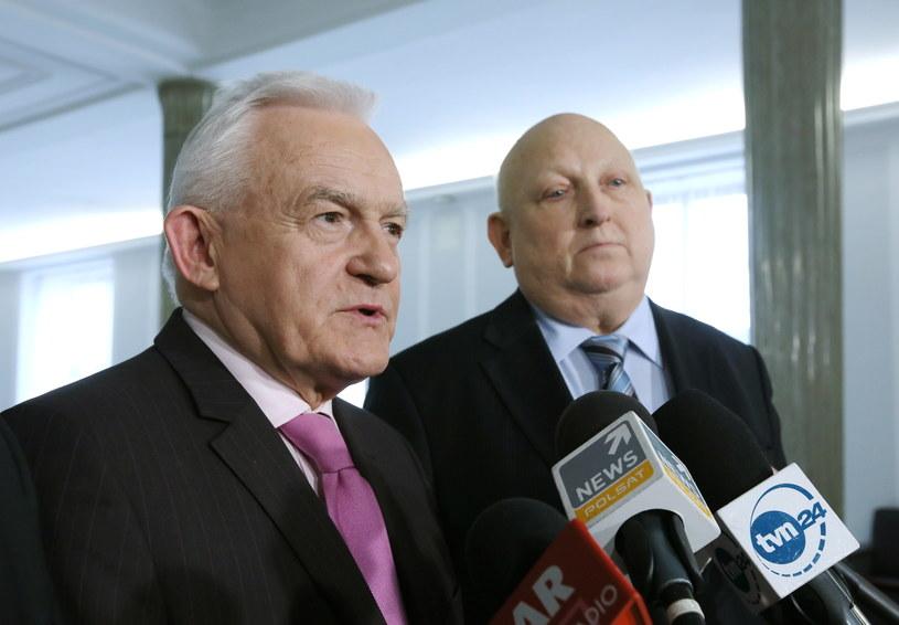 Leszek Miller i Józef Oleksy /Paweł Supernak /PAP