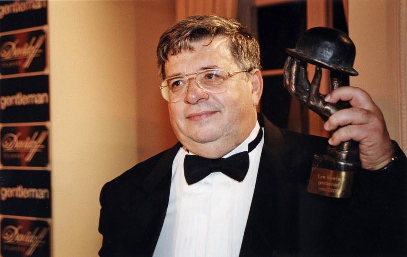 Lew Rywin otrzymał w 2001 roku tytuł Gentlemana Roku /AKPA