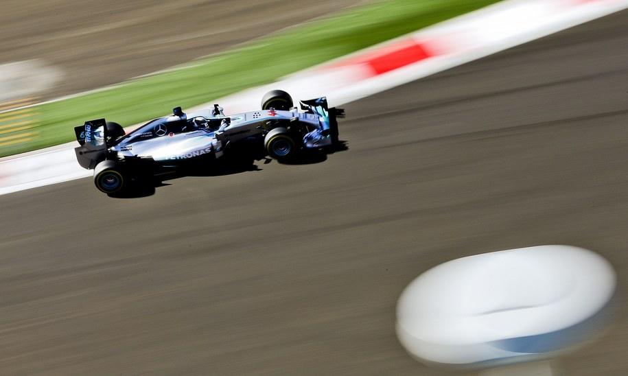 Lewis Hamilton na torze w Soczi /SRDJAN SUKI /PAP/EPA