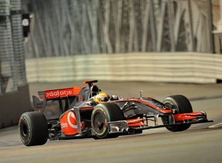 Lewis Hamilton wywalczył 16. pole position w swojej karierze /AFP