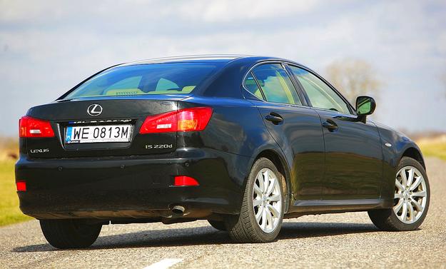 Lexus IS II występuje jako sedan i kabrio. Kombi nie oferowano. /Motor
