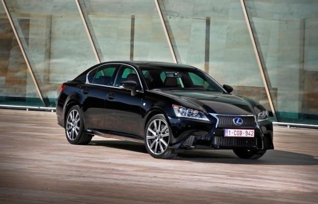 Lexus sprzedaje dużo samochodów hybrydowych /