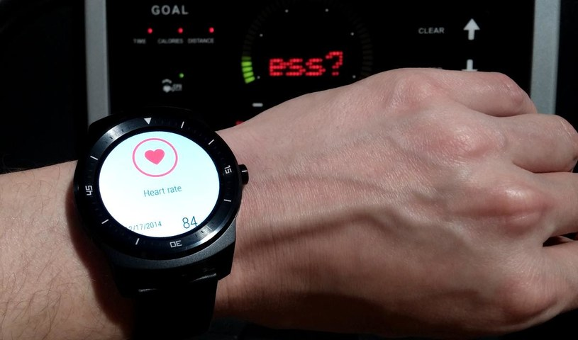 LG G Watch R zmierzy nasze tętno /INTERIA.PL