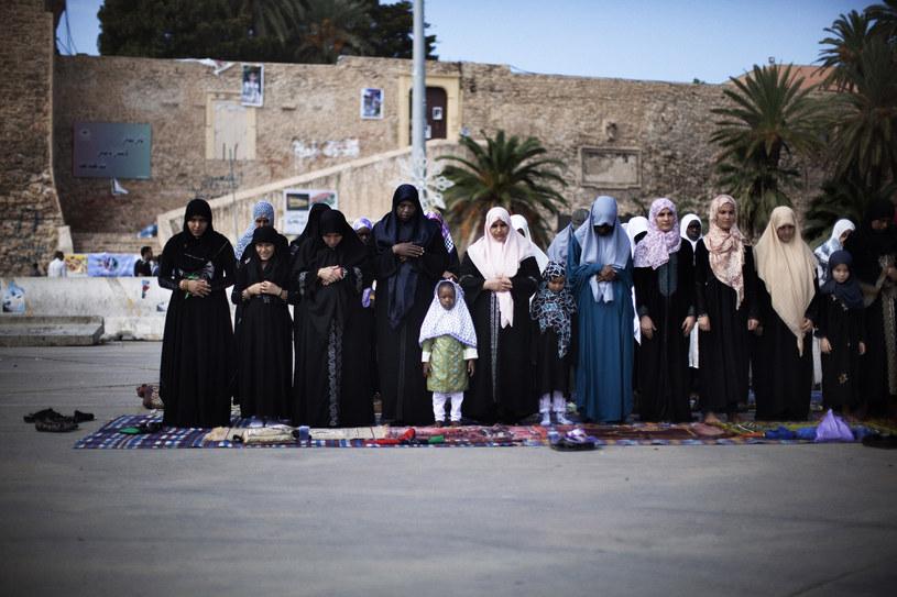 Libijskie kobiety podczas wspólnej modlitwy /AFP