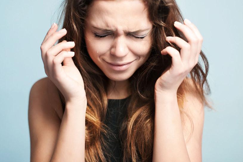 Liche, niesforne i zmęczone po zimie włosy doprowadzają cię do szału? Skorzystaj z naszych porad /123RF/PICSEL