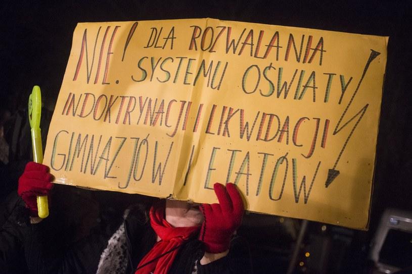 """Liczba nauczycieli na etatach zwiększyła się o kilkanaście tysięcy - pisze """"Dziennik Gazeta Prawna"""" /Maciej Łuczniewski /Reporter"""