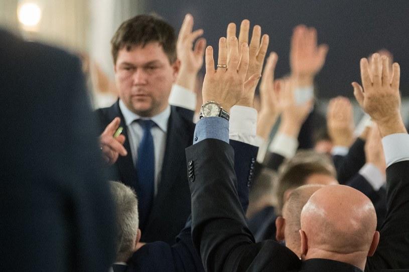 Liczenie głosów w Sali Kolumnowej /Adam Zwart /Reporter