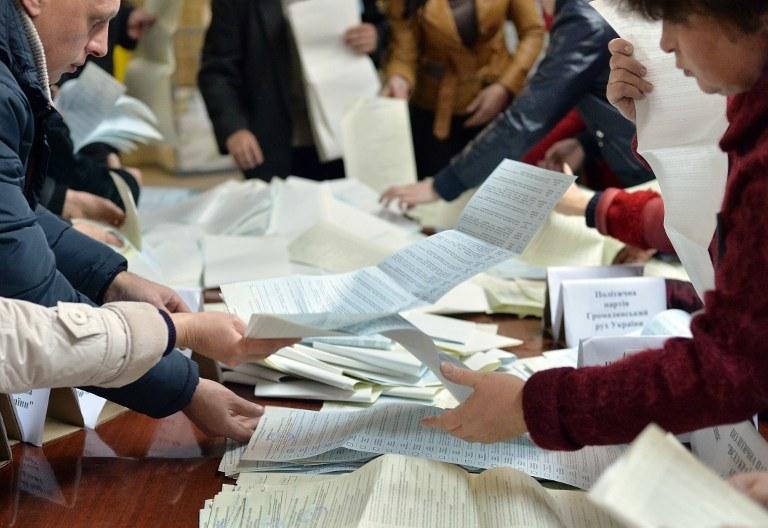 Liczenie głosów /AFP
