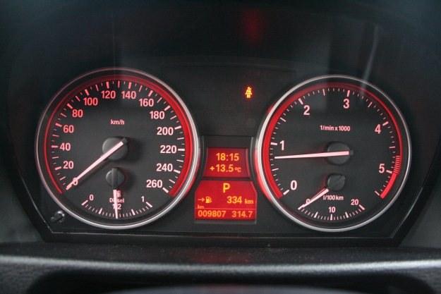 Licznik w samochodzie może przekłamywać. Wiesz, o ile? /INTERIA.PL