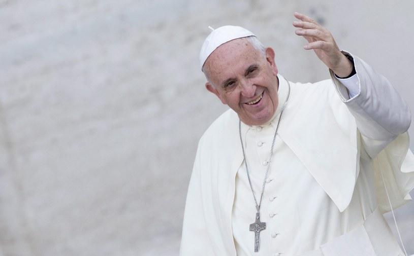 Liga Północna krytykuje stale papieża Franciszka za jego apele o pomoc uciekinierom /CLAUDIO PERI /PAP/EPA
