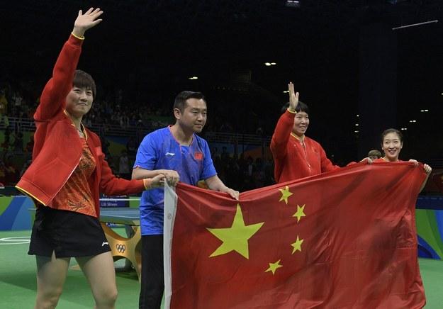 Linghui Kong (drugi z lewej) /AFP