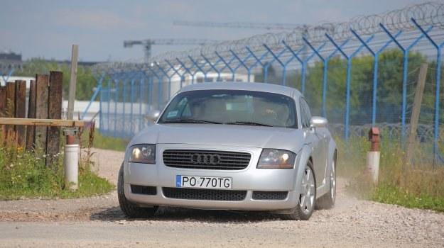 Linia coupe nie zestarzała się przez trzynaście lat. TT ma mnóstwo charakteru i mocno trzyma cenę. Trudno wskazać jednoznacznie słabe strony tego modelu - auto jest bardzo dopracowane i trwałe. /Motor