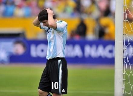 Lionel Messi martwi się ciężką sytuacją Argentyny w eliminacjach MŚ. /AFP