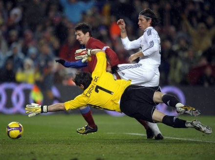Lionel Messi w akcji. /AFP