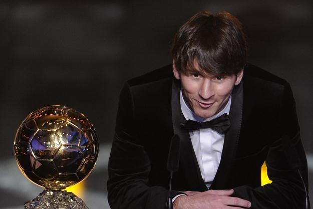 Lionel Messi ze Złotą Piłką /AFP