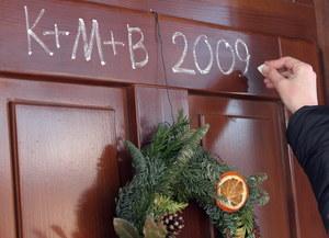 """Litery C+M+B pochodzą z łacińskiego zdania: """"Christus Mansionem Benedicat"""" - """"Niech Chrystus błogosławi ten dom"""" /Paweł Kula /PAP"""