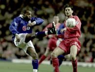 Liverpool - Leicester City 1:0.  W starciu Patrick Berger i Andy Impey