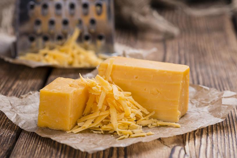 Lizynę zawierają ryby, drób, chude mięso, mleko, sery - w tym także żółty /123RF/PICSEL