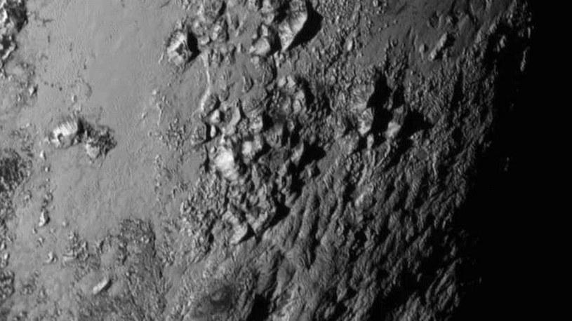 Lodowe góry na Plutonie /NASA