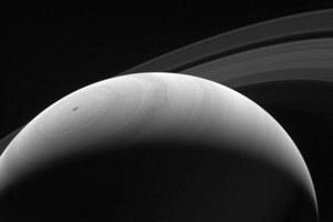 Lodowe księżyce i pierścienie Saturna mogą być młodsze od dinozaurów