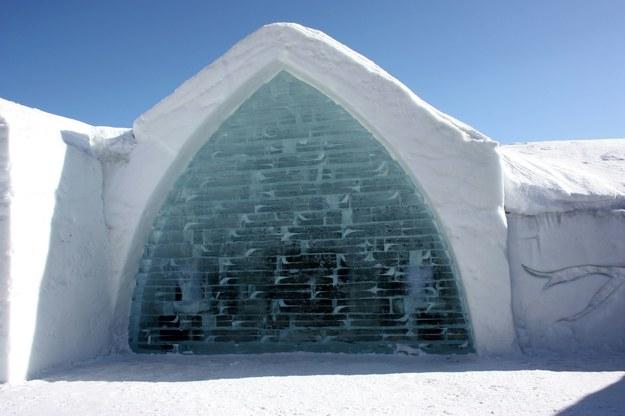 Lodowy hotel to jedna z największych zimowych atrakcji w kanadyjskim Quebecu /123/RF PICSEL