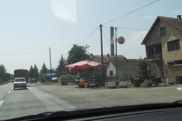 Lokalny koloryt serbskich dróg /