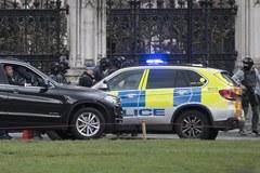 Londyn: Na Moście Westminsterskim samochód uderzał w przechodniów