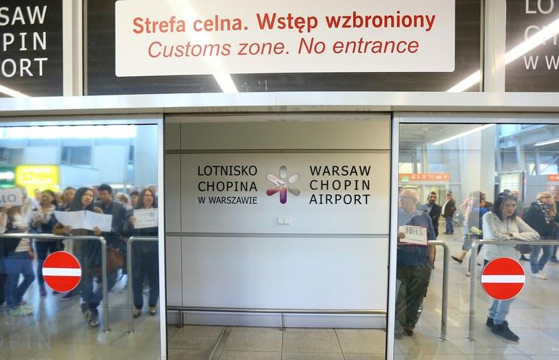 Lotnisko Chopina w Warszawie - hala przylotów /KAROL SEREWIS /East News