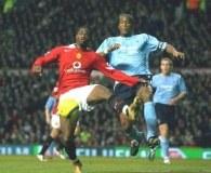 Louis Saha (w czerwonym stroju) strzelił jedną z bramek dla ManU /AFP