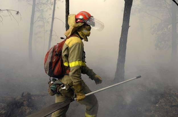 LTE ma pomóc służbom mundurowym, m.in. strażakom /AFP