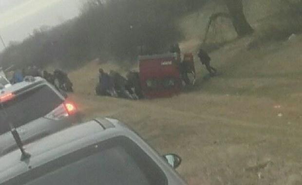 Lubelszczyzna: Bus z 14 pasażerami spadł z nasypu
