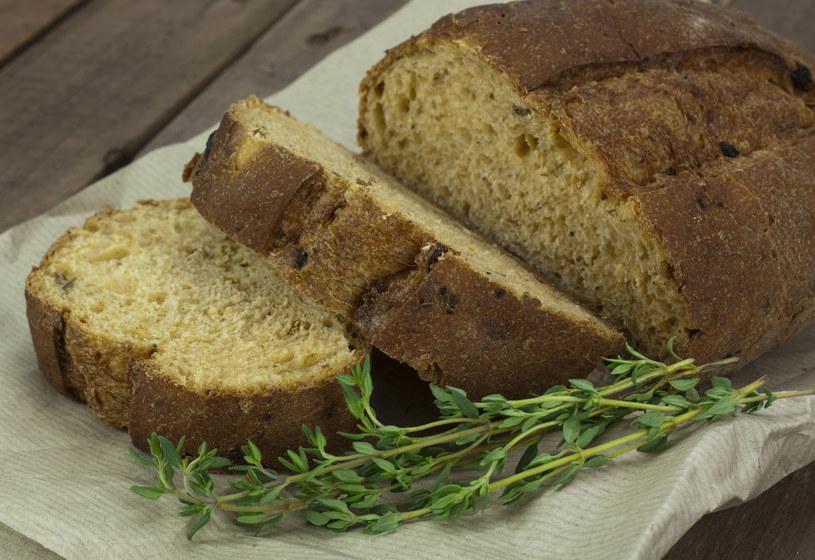 Lubisz pieczywo? Wybieraj zawsze chleb z pełnego ziarna! /123RF/PICSEL