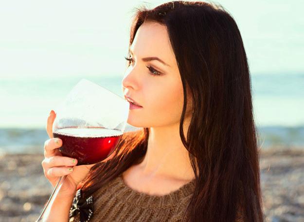 Lubisz wino? Nie ma problemu. Ale nie pij go za dużo /©123RF/PICSEL