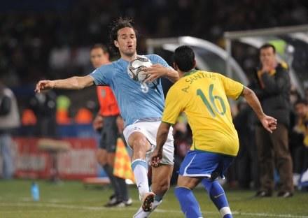 Luca Toni chciałby wrócić do Serie A. /AFP