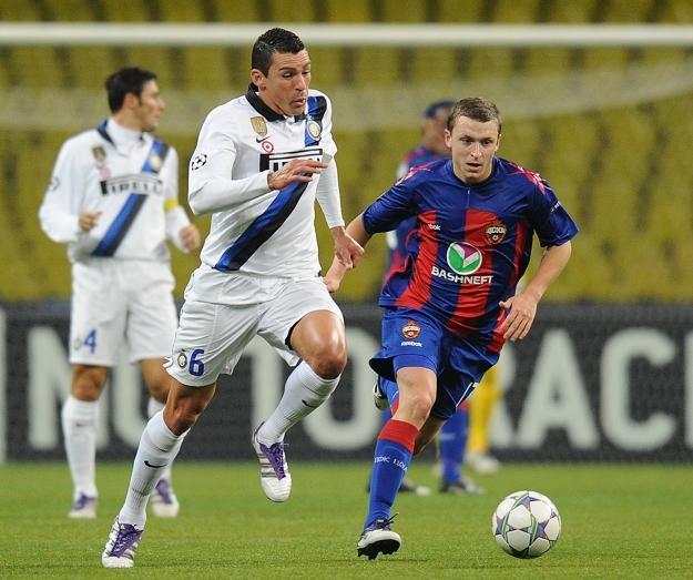 Lucio (z lewej) strzelił pierwszego gola dla Interu /AFP
