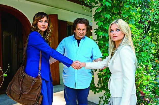 Lucy (Ilona Ostrowska) będzie miała rywalkę  – Monikę (Emilia Komarnicka), która wiele obieca Kusemu (Paweł Królikowski). /AGENCJA FILMOWA eRBe Renata Berger