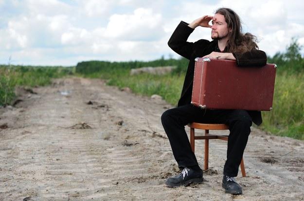 Ludzie będą stale emigrować z Polski? /123RF/PICSEL