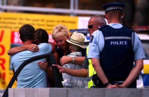 Ludzie na plaży Muriwai tuż po ataku. Nowa Zelandia, 27 lutego  2013 /Getty Images/Flash Press Media