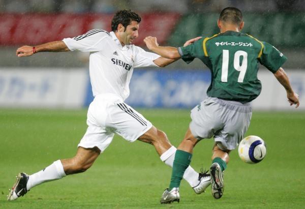 Luis Figo (z lewej) odejdzie z Realu /AFP