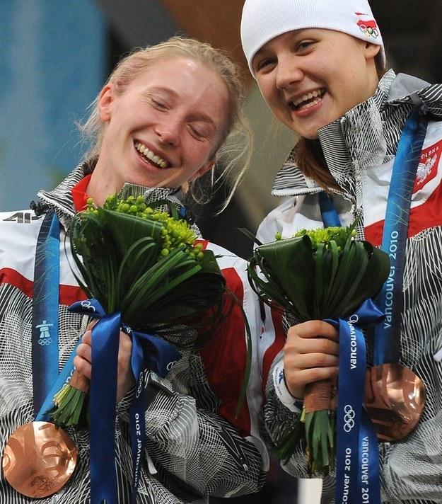Luiza Złotkowska z brązowym medalem (L) /AFP
