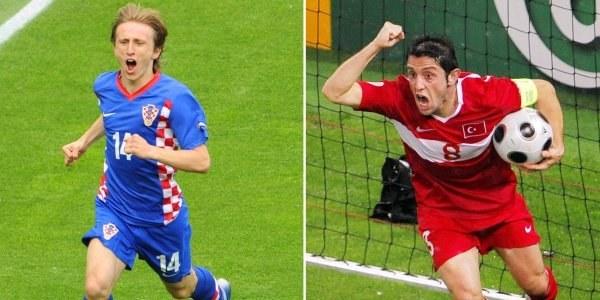 Luka Modrić (Chorwacja) i Nihat Kahveci (Turcja) /AFP
