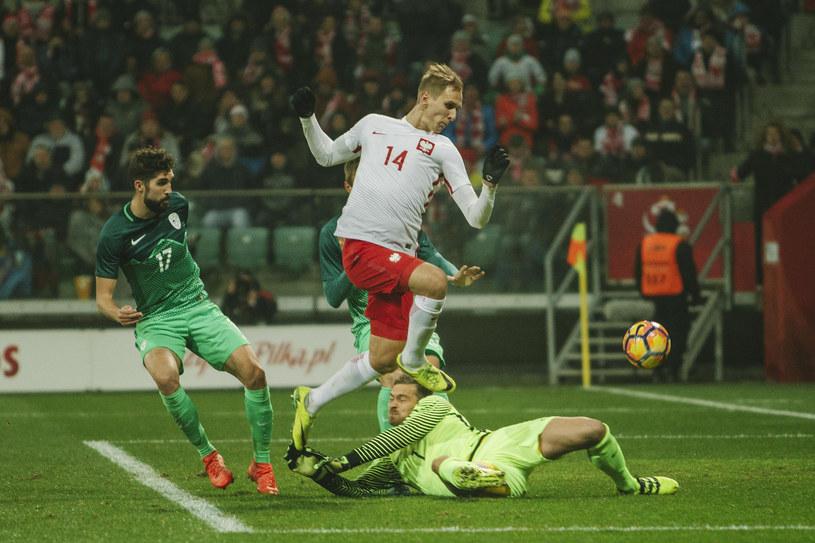 Łukasz Teodorczyk strzela gola na 1-1 /Agencja FORUM
