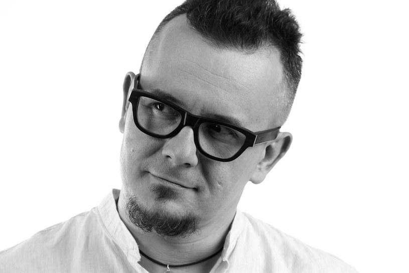 Łukasz Wojtusik jest dziennikarzem radia TOK FM /Jacek Lenczowski /Styl.pl/materiały prasowe