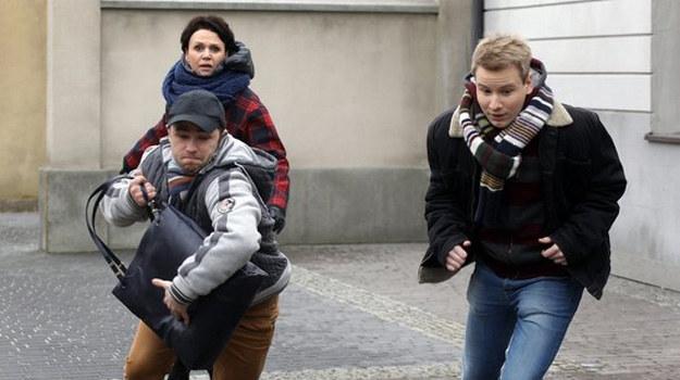 """""""M jak miłośc"""": Chwila nieuwagi i Rogowska traci torebkę oraz telefon komórkowy. Nie wie, że w USA doszło do  wypadku... /www.mjakmilosc.tvp.pl/"""