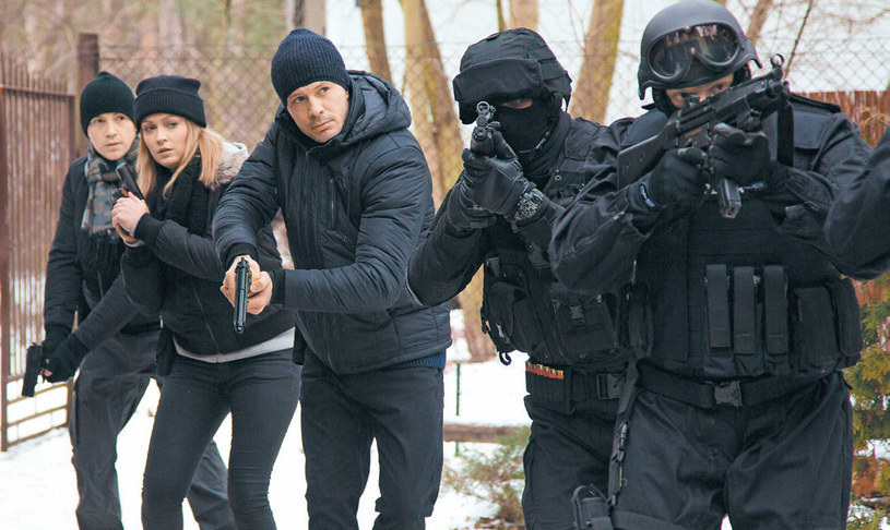 """""""M jak miłość"""": Jednostka Tomka wyruszy na kolejną akcję: obławę na bandytę poszukiwanego listem gończym /Tele Tydzień"""