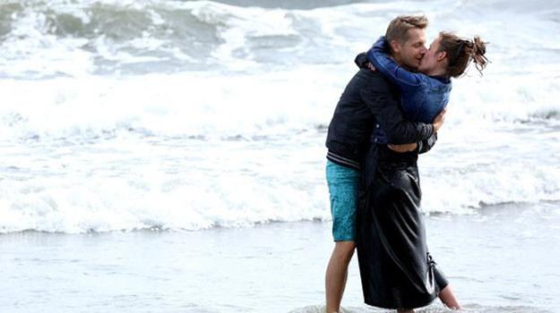 """""""M jak miłość"""": Paweł prosi Alę, by w niego nie wątpiła. Nie powinna być zazdrosna o Magdę, która jest tylko jego przyjaciółką /www.mjakmilosc.tvp.pl/"""