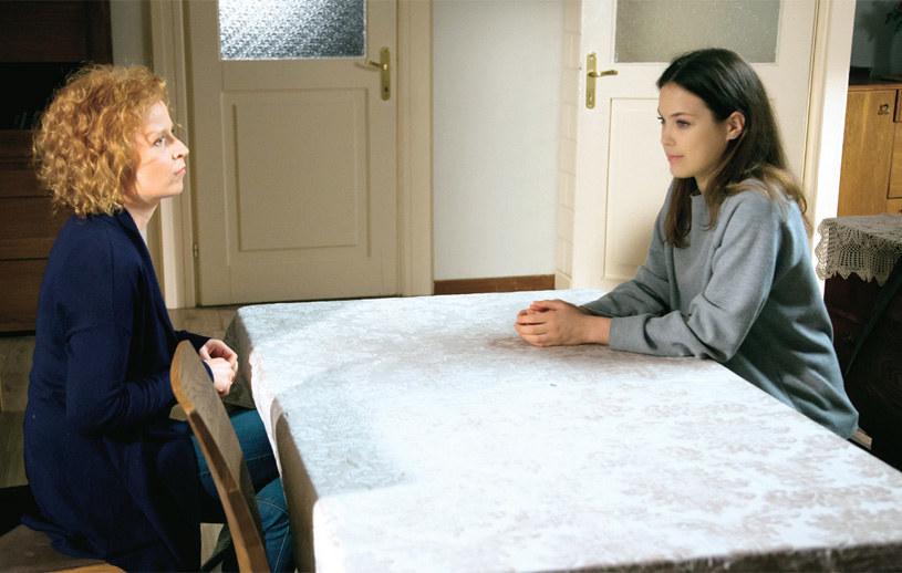 """""""M jak miłość"""": Po spotkaniu z Olką Ewa odkryje, że dziewczyna ukradła jej wszystkie pieniądze, jakie miała w portfelu /Tele Tydzień"""