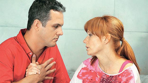 """""""M jak miłość"""": Robert po raz kolejny próbuje przekonać Agnieszkę, że powinna wyjść za niego za mąż /Tele Tydzień"""
